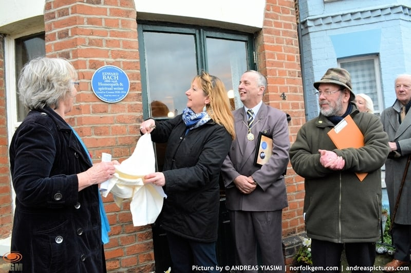Blue plaques unveiling in Cromer picture Andreas Yiasimi (36)