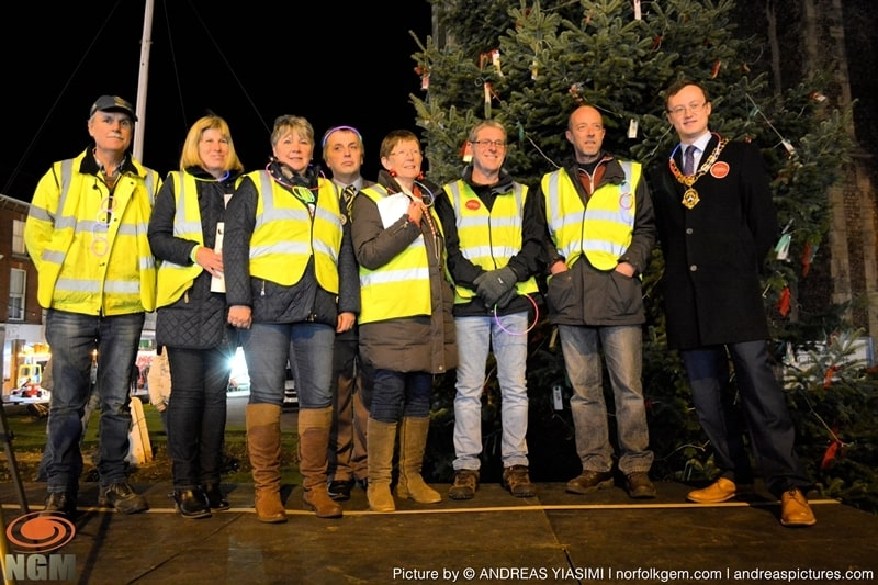 Cromer Christmas lights switch on (222)