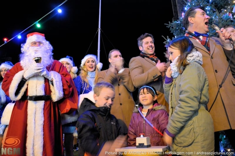 Cromer Christmas lights switch on (234)