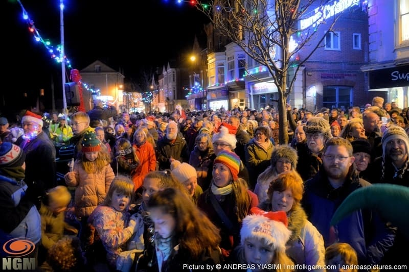 Cromer Christmas lights switch on (235)