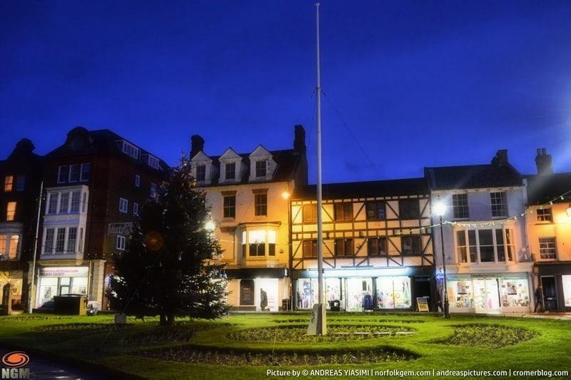 Cromer Christmas Tree at night picture Andreas Yiasimi (7)