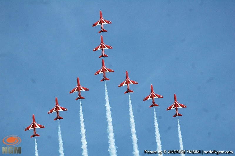 Red Arrows formation picture by Andreas Yiasimi