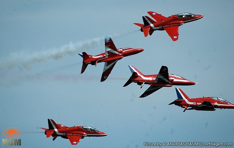 Spectacular Red Arrows display picture by Andreas Yiasimi